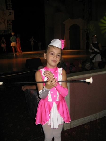 2010-majoretka-rozov-kostjum2
