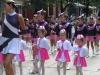 majoretki-rozovo-i-bqlo-uniformi2